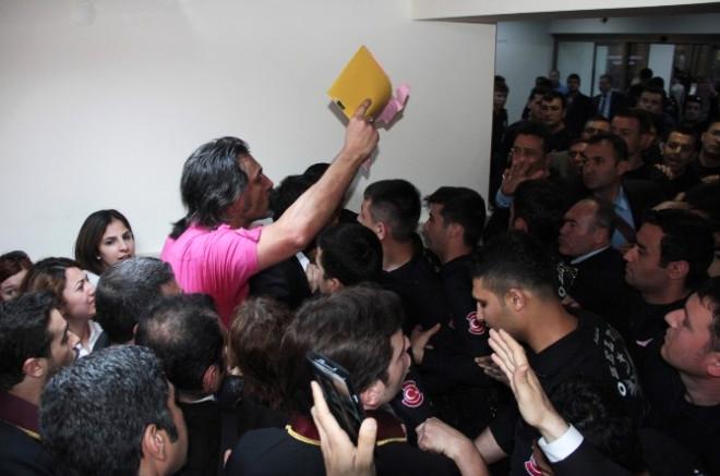 Adana Adliyesinde Üst Araması Gerginliği
