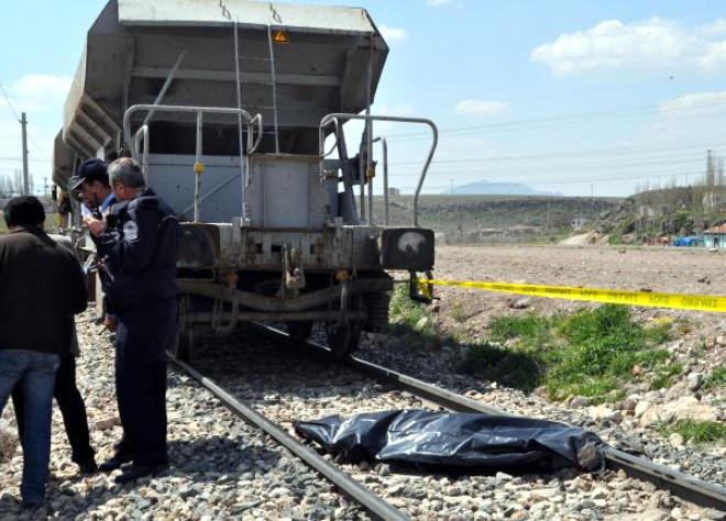 Demiryolunda Raylı İş Makinesinin Çarptığı Yaya Öldü