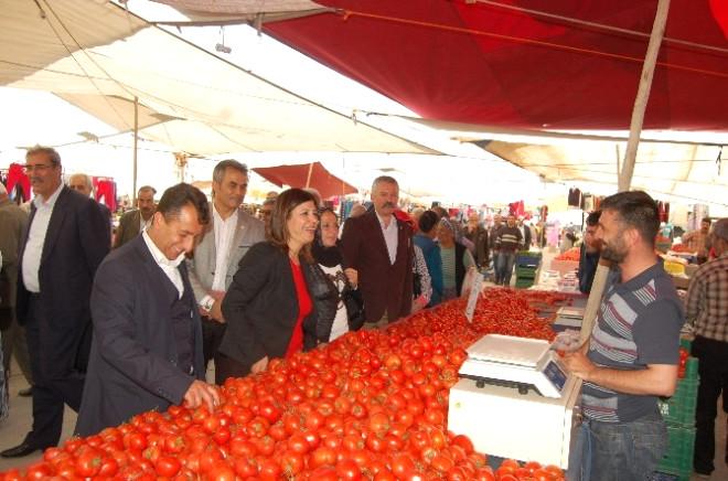 Hdp'li Adaylar Semt Pazarını Gezdi