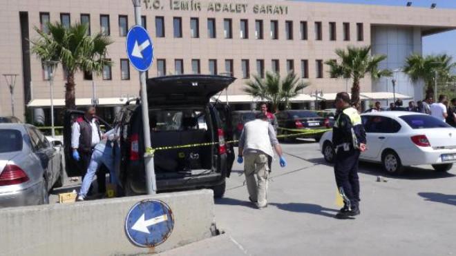 İzmir Adliyesi Otoparkında 3 Araçta Silahlı 6 Kişi Ele Geçti, 5 Kişi Gözaltında (2)- Yeniden