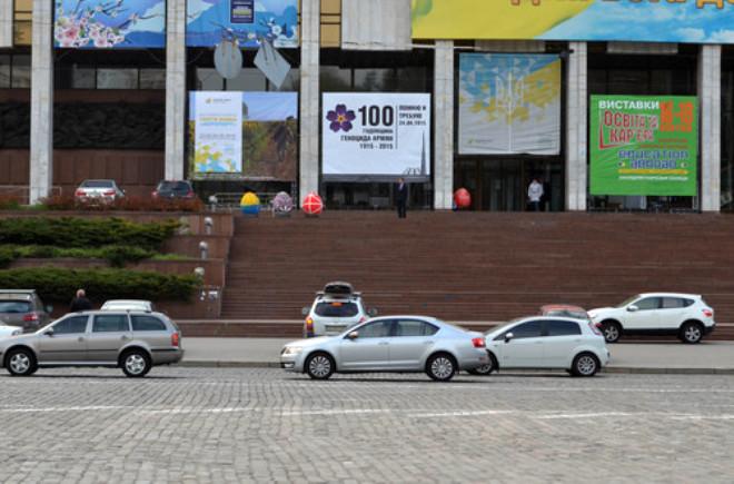 Kiev'in Sokaklarını Sözde Ermeni 'Soykırımı' ile İlgili Afişler Süsledi