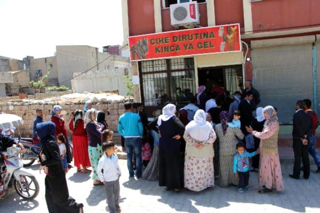 Nusaybin'de Polis, Yöresel Kıyafet Dikim Merkezini Bastı