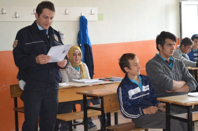 Osmaneli'de Öğrencilere Motosiklet ve Kask Eğitimi Verildi