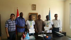 Somalili Yetkililer, Altın Madalya Alan Türk Lisesi Öğrencilerine Plaket Verdi