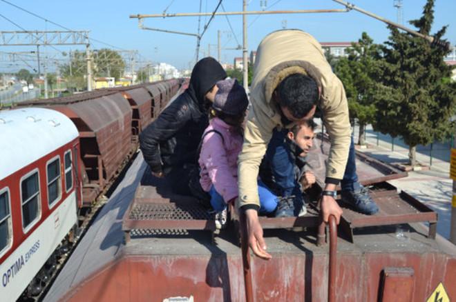 Yük Vagonlarından 35 Kaçak Göçmen Çıktı