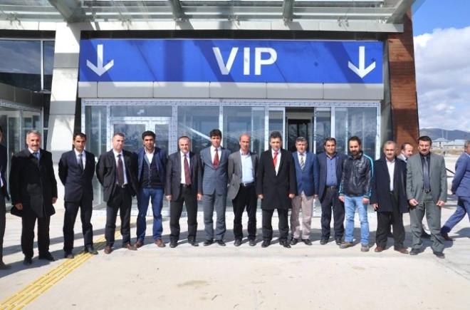 Yüksekova Kaymakamı Muhtarla Beraber Havaalanı İnşaatını İnceledi