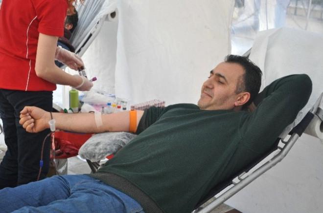 Cami Cemaatinden Kan Bağışına Tam Destek