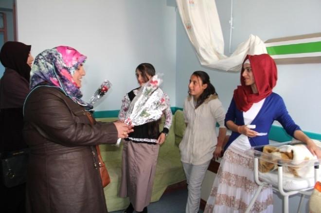 İlçe Müftüsü Hastane Ziyaret Edip Fakir ve Muhtaç Ailelere Yardımda Bulundu