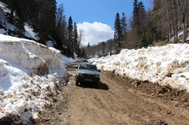 Kardan Kapalı Olan Yedigöller Yolu Ulaşıma Açıldı