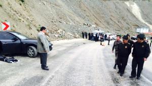 Cenazeye Giden Araç Tır'la Çarpıştı: 1 Ölü, 3 Yaralı