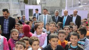 Eyyübiye'li Çocuklara Öykü ve Boyama Kitabı Dağıtıldı