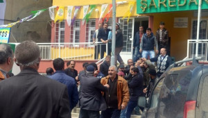 Şeyh Said'in Torunu AK Parti Milletvekili Adayı Fırat'a Sopalı Saldırı