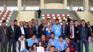 Adilcevaz'da Voleybol Turnuvası Sona Erdi