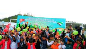 Ak Partili Gençler Çocukları Sevindirdi