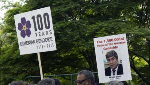 Ermeniler, Londra'da Protesto Düzenledi