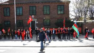 Stockholm'de Türkler Ermenileri Büyükelçiliğe Yaklaştırmadı