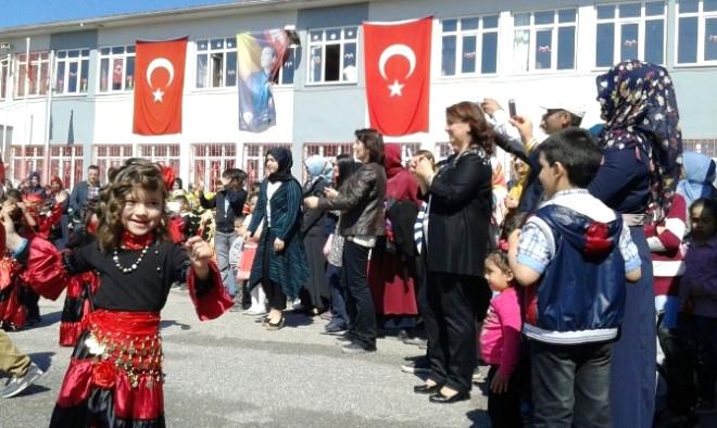 Başkan Alemdar 23 Nisan Etkinliklerine Katıldı