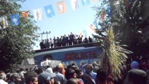 AK Parti'li Adaylar Akçakale'de Çiftçilerin Tepkisiyle Karşılaştı