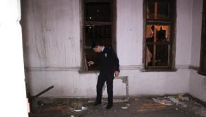 Polis Metruk Binalara Baskın Düzenledi