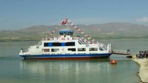 Parçaları Tır'larla Taşınan Vapur, Malatya'da Karakaya Gölü'ne İndirildi