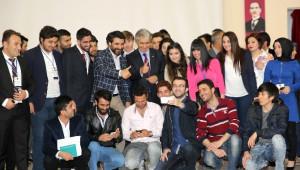 Ünlü Tasarımcı Erbakan Malkoç Arü'de Öğrencilerle Buluştu