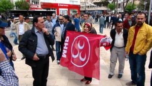 Elazığ'da, 1 Mayıs'a Katılanlara MHP Bayrağı Açan Kadın Gerginliği