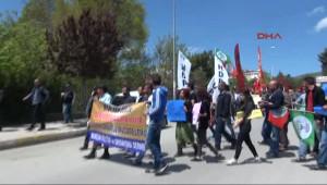 Elazığ'da 1 Mayıs Yürüyüşüne Katılanlara MHP Bayrağı Açtı