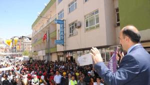 Hakkari'de 1 Mayıs Halaylarla Kutlandı