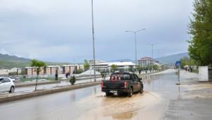 Tunceli'de Yağmur Yolu Kapattı