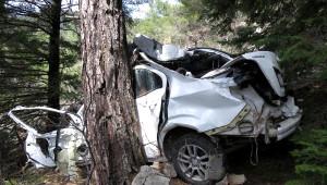 Otomobil 50 Metrelik Uçuruma Yuvarlandı: 1 Ölü, 2 Yaralı