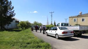 Arazisinden İzinsiz Geçirilen Yolu Kazarak Trafiğe Kapattı
