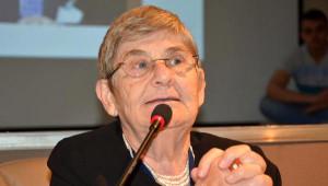 Prof. Dr. Karatay: Çocukların Alkolü, Kutu ve Taze Meyve Suları