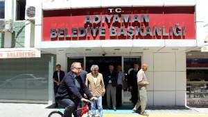 Belediye Başkanı Bisikletle Geziyor