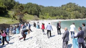 Öğrenciler Ginolu Karadeniz Koyunda Temizlik Yaptı