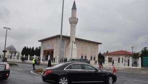 Cumhurbaşkanı Erdoğan Cuma Namazını Hazerfan Ahmet Çelebi Camii'nde Kıldı