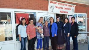 Ak Kadınlar Fatma Cavlu'yu Yılın Annesi Seçti