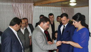 AK Parti Milletvekili Tunç Bu Kez Oy Yerine Kız İstedi