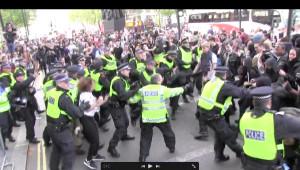 Londra'da Protestoculara Polis Müdahalesi