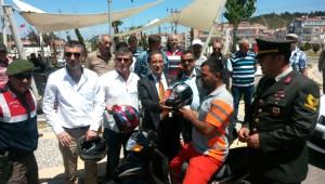 Motosiklet Sürücülerine 100 Adet Kask Dağıtıldı