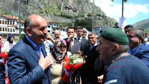 Sağlık Bakanı Müezzinoğlu'yla Yaşlı Adamın 'Emeklilere Bakmıyorsunuz?' Diyaloğu