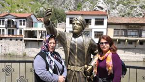 Selfie Çeken Şehzade'nin Telefonunu Kırdılar