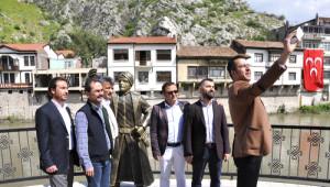Turizm Derneği'nden Şehzadenin Telefonu ve Kılıcının Kırılmasına Selfie'li Tepki