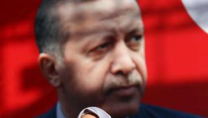 Cumhurbaşkanı Erdoğan ve Eşi 'Biz Kısık Sesleriz' Şiirinde Gözyaşı Döktü