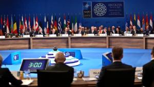 Davutoğlu ve ABD Dışişleri Bakanı Kerry Başbaşa Görüştü