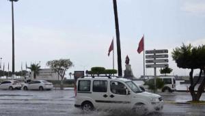 Yağmur Yağdı Şehir Trafiği Felce Uğradı