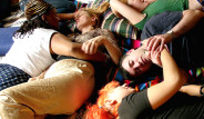 Yalnızlığın En Acayip Çaresi: Sarılma Partileri