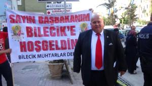Bilecikli Muhtarlardan Başbakan Davutoğlu'na Meşhur Pazarcık Helvası İkramı