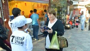 Öğrenciler Vatandaşları Kitap Fuarına Davet Etti