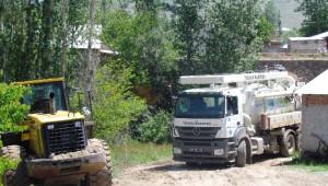 Sel Baskınındaki Evlerin Su Tahliyesi Çalışması Devem Ediyor
