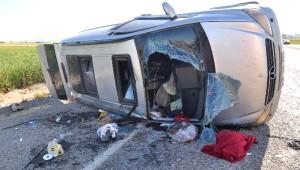 Tekeri Patlayan Minibüs Takla Attı: 12 Yaralı